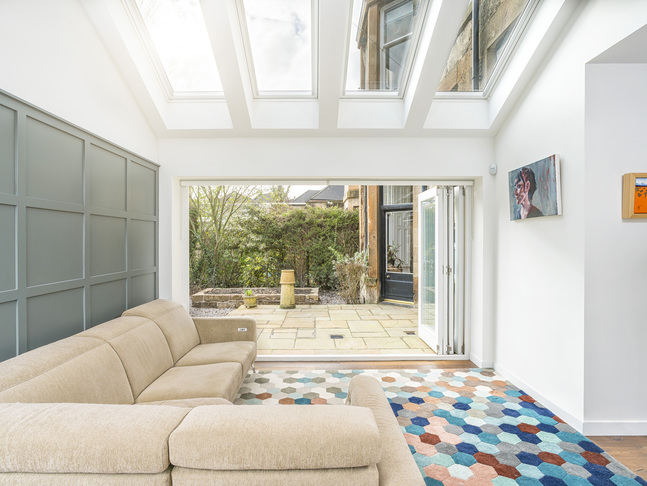 Contemporary_extension_and_interior_-_hughenden_road04_big